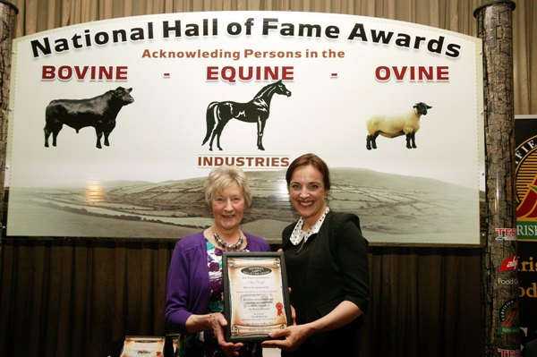 Ella McSweeney, of the RTE Ear to the Ground series presenting the National Simmental Hall of Fame Award for 2014 to Ann Doyle, Penane, Loughmore, Templemore, Co. Tipperary